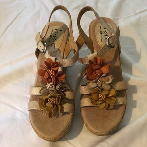 BORN b.o.c. Leather Flower Wedge Sandals Sz 7 CUTE